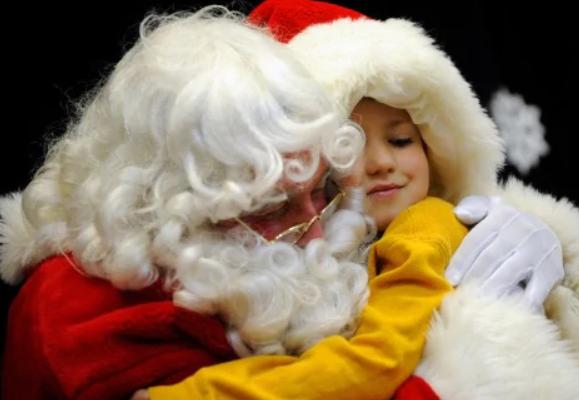 Święty Mikołaj spotkał się z dziećmi na rynku